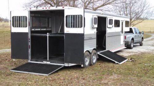 padded-horse-hauling-trailer.jpg